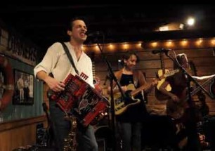 "L'Angelus ""Jolie Blon"" Live at Puckett's Boat House New Years Eve"